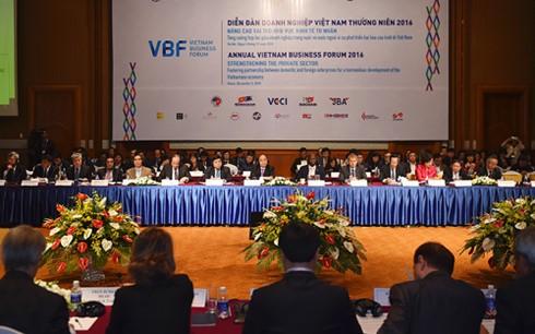フック首相、ベトナム企業フォーラムに出席 - ảnh 1
