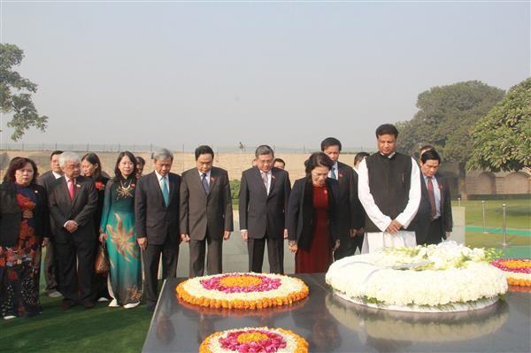 ガン国会議長、ガンジー記念碑に献花 - ảnh 1