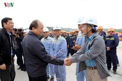 フック首相、クアンニン省を訪問 - ảnh 1