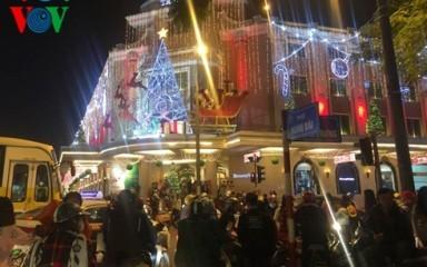 ベトナム各地、クリスマスを祝う高揚した雰囲気 - ảnh 1