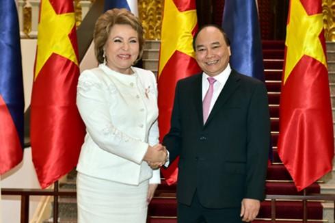 フック首相、ロシア上院議長と会見 - ảnh 1