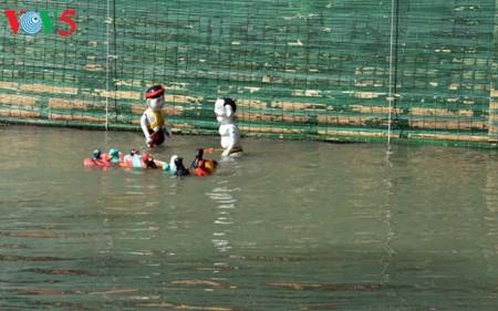 ハノイ郊外にあるダオトゥック村の水上人形劇 - ảnh 4