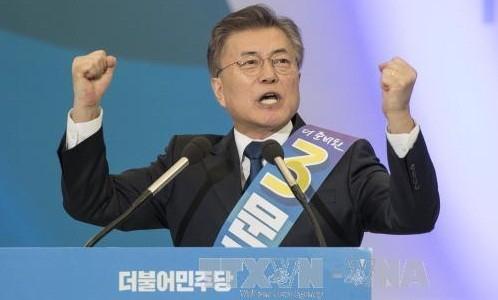安哲秀氏が猛追=文氏と2強対決へ―韓国大統領選 - ảnh 1