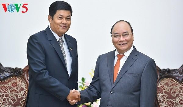 フック首相、ミャンマーやカタール大使と会見 - ảnh 1