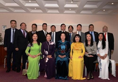 ガン議長、在ヨーロッパベトナム人代表と会合 - ảnh 1