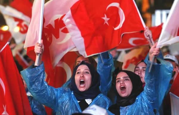 トルコ 憲法改正案の国民投票 最大野党が無効申し立て - ảnh 1