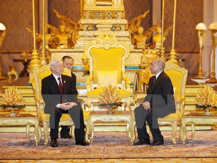 チョン書記長、カンボジアのシハモニ国王と会談 - ảnh 1