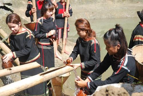 エデ族の水源を祀る儀式