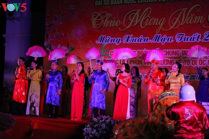ベトナムとラオス首相、旧正月テトを祝うイベントに参加 - ảnh 1