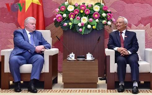 ウオン・チュ・リュ国会副議長、公正ロシアの議員グループと会見 - ảnh 1