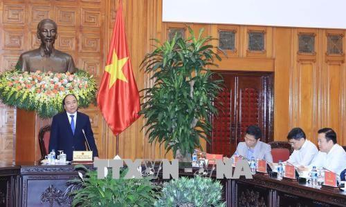 フック首相、首相の経済諮問班と会合 - ảnh 1