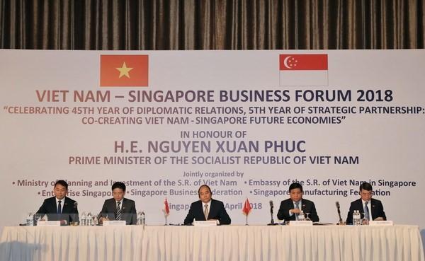 フック首相、ベトナム・シンガポール ビジネス フォーラムに出席 - ảnh 1