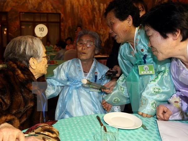 韓国と朝鮮 離散家族の再会事業 約3年ぶり実施で合意 - ảnh 1