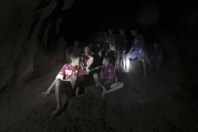 タイ洞窟遭難 少年ら13人無事救出、健康状態に大きな問題なし - ảnh 1