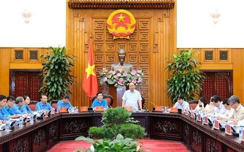 フック首相、ベトナム労働総連盟と会合を行う - ảnh 1