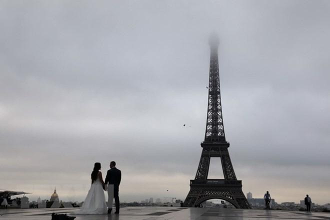 パリのエッフェル塔がストで閉鎖 観光客は困惑 - ảnh 1