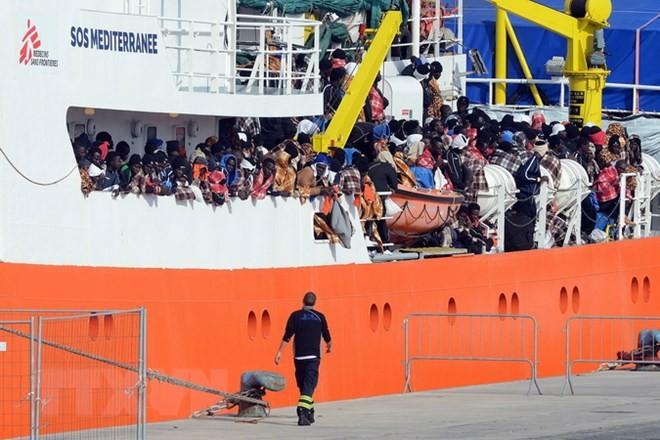 救助の難民ら受け入れ分担 フランスなど6カ国、地中海密航 - ảnh 1