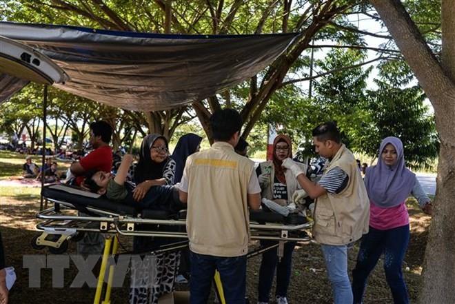 インドネシア 地震と津波から4日 救助活動つづく - ảnh 1