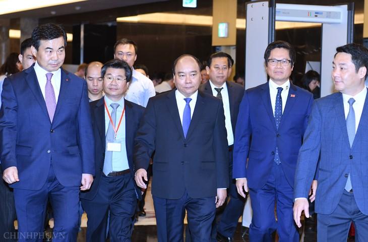フック首相、ベトナム・ビジネス・フォーラムに出席 - ảnh 1