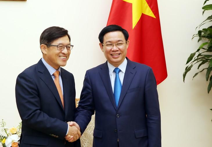 フエ副首相、サムスンベトナム社の社長と会見 - ảnh 1