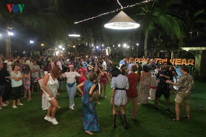 ビントゥアン、新年にあたり、多くの外国人観光客を迎える - ảnh 1