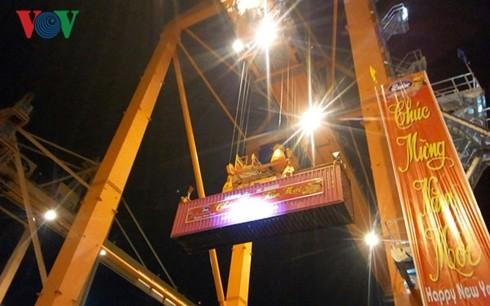 新年に外国の貨物船がハイフオン港に寄港 - ảnh 1