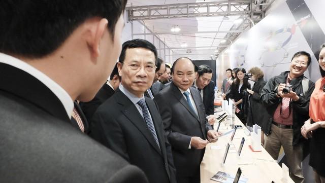 フック首相、情報通信省の任務展開会議に出席 - ảnh 1