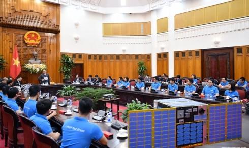 フック首相:政府は衛星の研究・製造に有利な条件を作り出す - ảnh 1