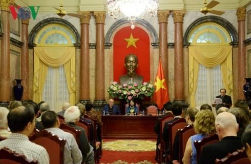 ティン副主席、ベトナム文学紹介国際会議の出席者らと会見 - ảnh 1