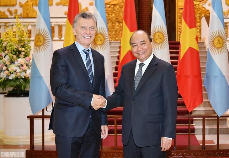 フック首相、アルゼンチンの大統領と会見 - ảnh 1