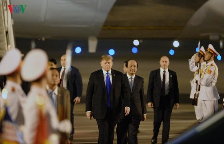 トランプ大統領、ハノイに到着 - ảnh 1