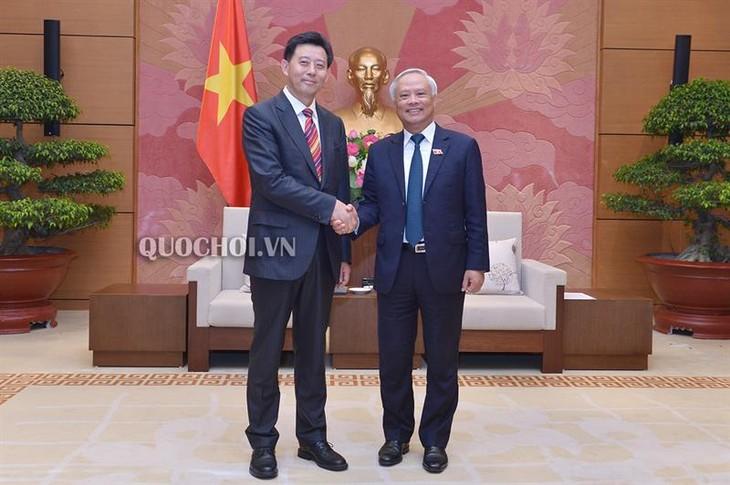 中国代表団、ベトナムを訪問 - ảnh 1