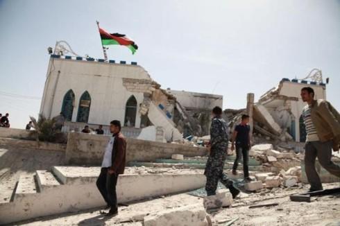 国内分裂のリビア 東部の軍事組織が首都近郊に進軍 - ảnh 1