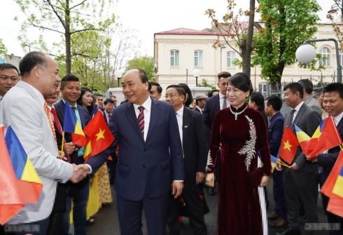フック首相、ルーマニアを訪問中 - ảnh 1