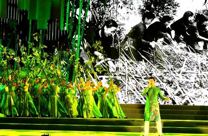 「明るい未来へのホーチミン市の渇望」芸術公演 - ảnh 1