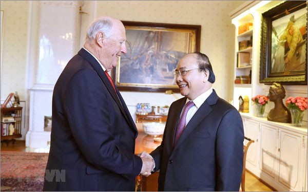 フック首相、ノルウェーの国王と会見 - ảnh 1