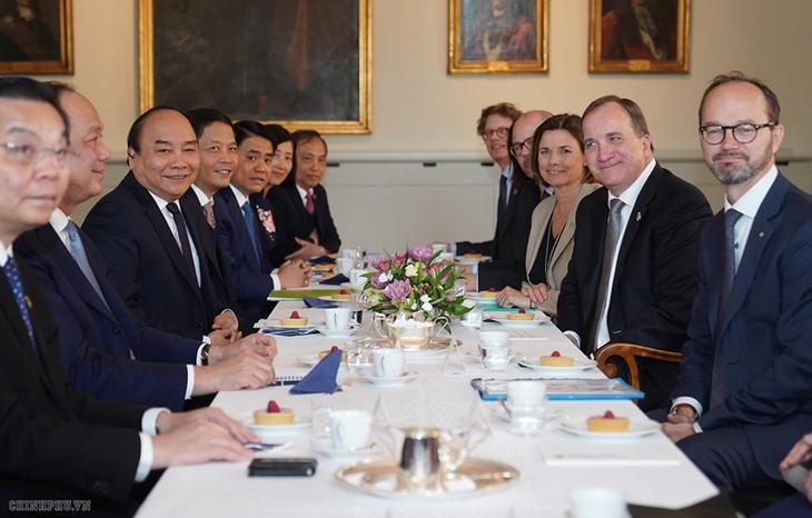 フック首相、スウェーデン首相と会談 - ảnh 1