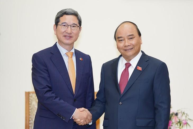 フック首相、韓国ベトナム友好議員団議長と会見 - ảnh 1