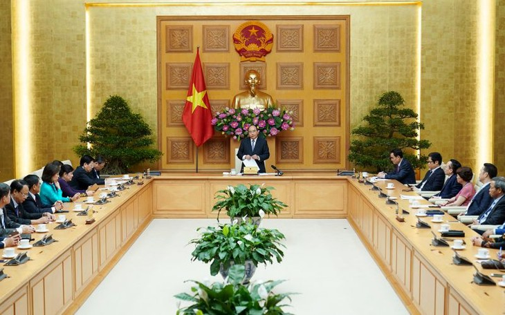 フック首相、ベトナム民間企業協会の代表と懇親 - ảnh 1