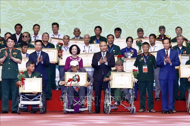 重度の傷病軍人の代表500人を顕彰する集い - ảnh 1