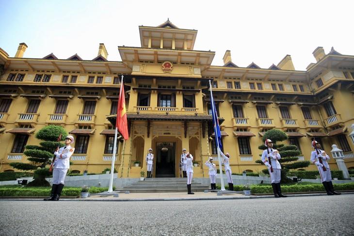 ASEAN旗の掲揚式が行われる - ảnh 1
