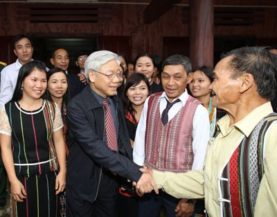Party leaders pay Tet visits  - ảnh 1