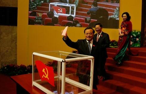 河内市第16次党代会选举产生由74人组成的新一届越共河内市委员会 - ảnh 1