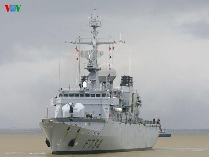 法国海军护卫舰访问越南中部岘港市 - ảnh 1
