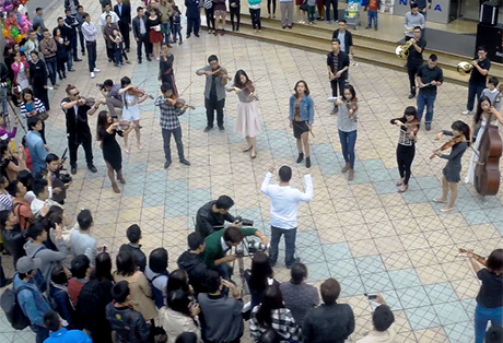 街头交响音乐会暂停一年后在河内恢复 - ảnh 1