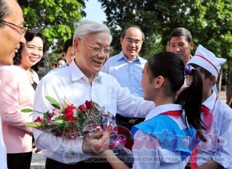 阮富仲总书记出席丹凤县的全民族大团结日 - ảnh 1