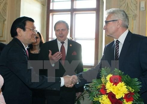 越南国家主席张晋创会见捷克议会参议院主席米兰•什捷赫 - ảnh 1