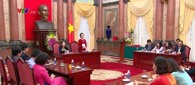越南国家副主席阮氏缘会见残疾学生教育领域优秀干部和教师代表团 - ảnh 1