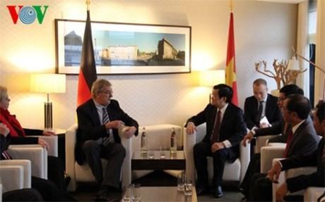 越南国家主席张晋创会见德国议会对东盟友好议员小组和柏林市市长 - ảnh 1