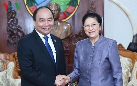 阮春福会见老挝党政领导人 - ảnh 1